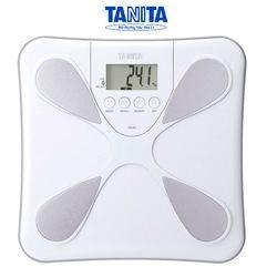 משקל אדם ומד אחוזי שומן ומים