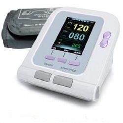 מד לחץ דם משולב עם פולס אוקסימטר