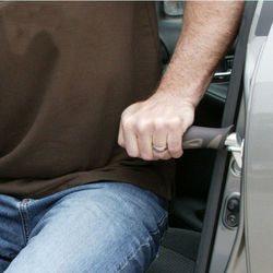 ידית עזר ניידת לכניסה ויציאה מהרכב עם פנס