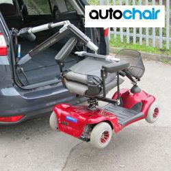 מתקן להרמת כסא גלגלים לרכב
