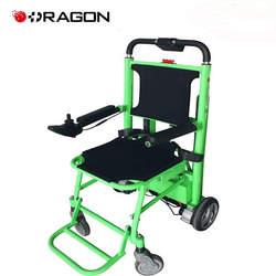 כסא גלגלים ממונע המשולב עם זחל מטפס מדרגות אינטגרלי