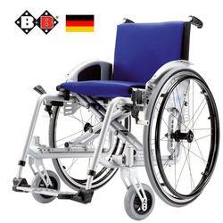 כסא גלגלים עם שינוי רוחב