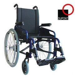 כסא גלגלים עם גב הטיה