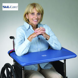 שולחן מרופד קשיח לכסא גלגלים