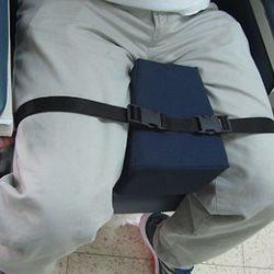 מפריד ברכיים לכסא גלגלים